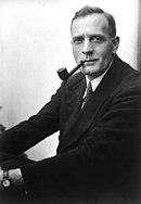 Studio portrait photograph of Edwin Powell Hubble.JPG