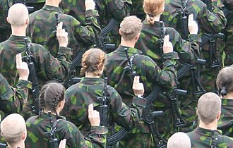 Schwurhand - Finnish conscripts and women serving voluntary military service swearing their military oath in 2005