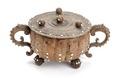 Svarvad skål av masurbjörk med benknappar, 1650-1700 - Skoklosters slott - 106191.tif