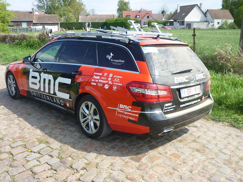 File:Team car BMC-ParisRoubaix2014.JPG