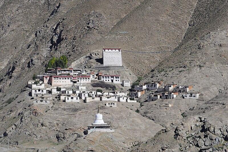File:The Kagyupa (bka' brgyud pa) monastery of Rechungphug (Ras chung phug)2.jpg