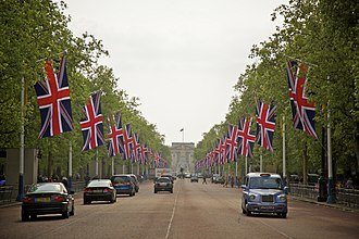 The Mall, London - The Mall, looking southwest towards Buckingham Palace (2011)