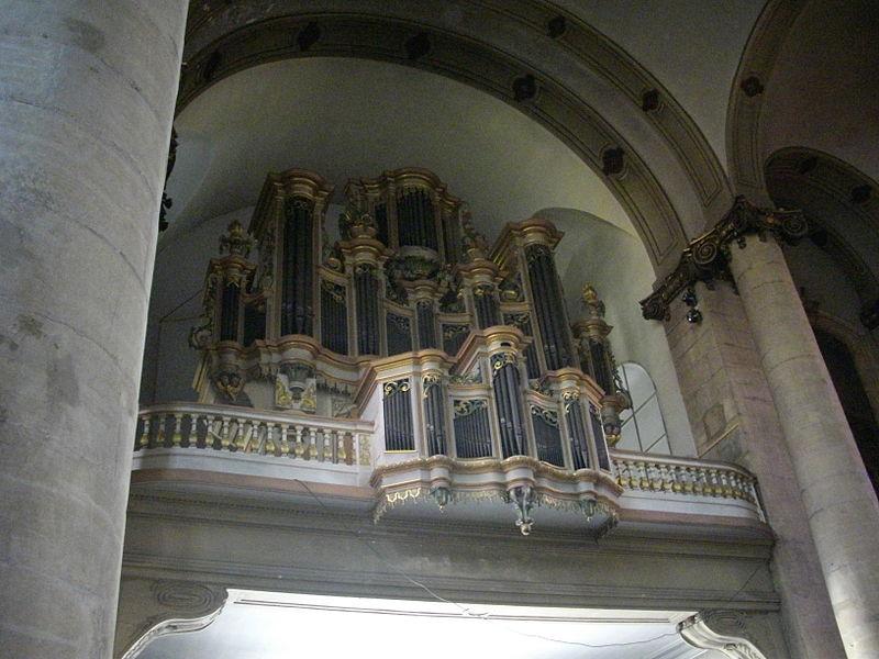 Église Saint-Maximin de Thionville: orgue de Claude Legros en 1704 pour l'abbaye de Rettel, remonté à Thionville par Jean Nau en 1759, agrandi en 1792 par Georges Dondeine; reconstruction conservatrice Alfred Kern en 1969.
