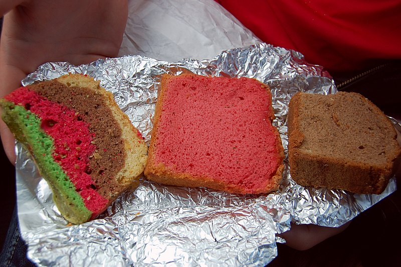 http://upload.wikimedia.org/wikipedia/commons/thumb/f/f4/Three_space_brownies.jpg/800px-Three_space_brownies.jpg