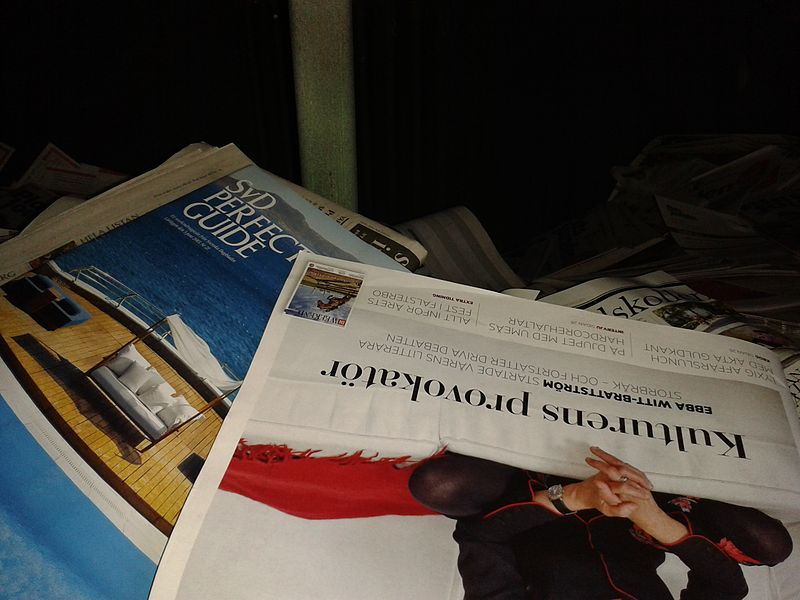 File:Tidningar i container (2).jpg