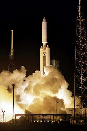 Titan IVB Centaur lanĉante ELINTspy-satelite.jpg