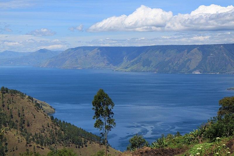 File:Toba Lake, seen from Merek.jpg