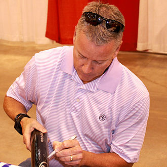 Tom Glavine - Glavine signs autographs for fans in 2014