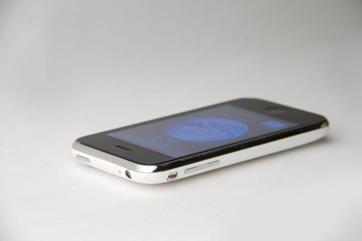 How To Gps A Phone >> iPhone 3G – Wikipedija