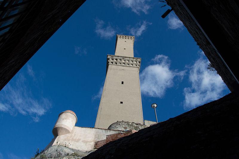 File:Torre della Lanterna di Genova, vista dal cortile del museo.jpg