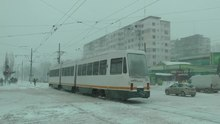 Fichier:Tramvaie bucureștene iarna Bucharest trams in winter 2014-01-26-gTE7-T1BJMw.webm