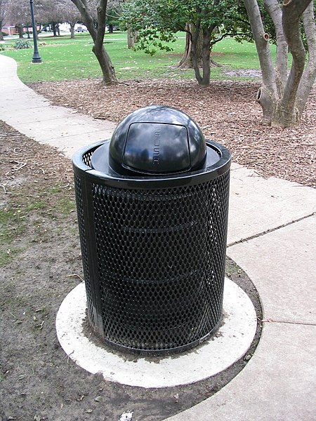 File:Trash can.jpg