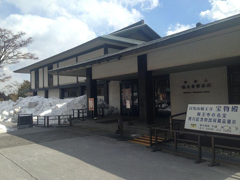 800px-Treasure_house_of_Rinnoji_Temple.JPG