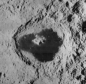Tsiolkovskiy (crater) - Image: Tsiolkovskiy crater 1136 med