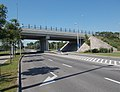 Turn right road marking and Route 81 overpass bridge, 2018 Győr.jpg