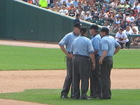 Umpire (baseball) - Wikipedia, the free encyclopedia