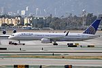 United Airlines, Boeing 757-224(WL), N26123 - LAX (18625949753).jpg