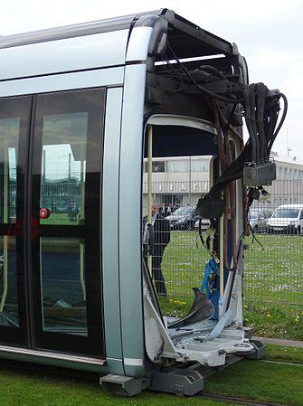 Valenciennes & Anzin - Déraillement de la rame de tramway n° 17 à la sortie du dépôt de Saint-Waast le 11 avril 2014 (098).JPG