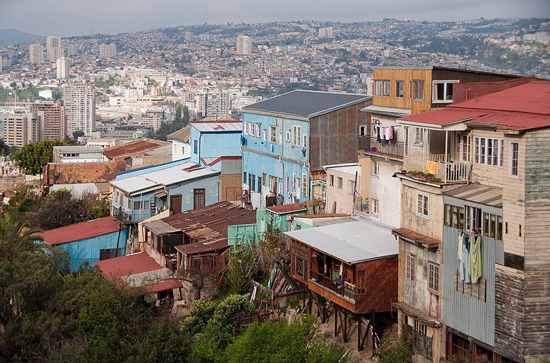 चित्र:Valparaiso seen from top.jpg