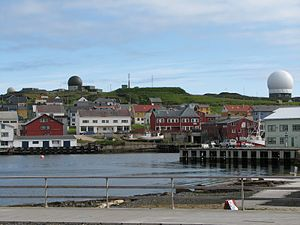 Vardø (town) - View of the harbor in the summer, with the Globus radar in the background