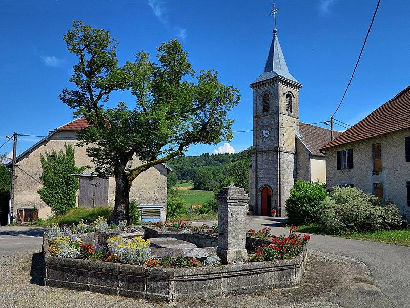 Le lavoir-abreuvoir et l'église