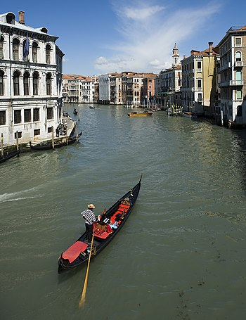 English: Taken from the Rialto Bridge, a lone ...