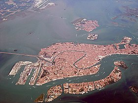 Venice as seen from the air 01.jpg