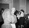 Verklede gasten op een dansfeest, Bestanddeelnr 254-0154.jpg
