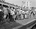 Verkoop De Ruyterzegels in Vlissingen, Vlissingse schoolkinderen opgesteld bij d, Bestanddeelnr 908-7336.jpg