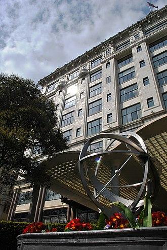 Victoria Embankment Gardens - Victoria Embankment Gardens, equatorial sundial