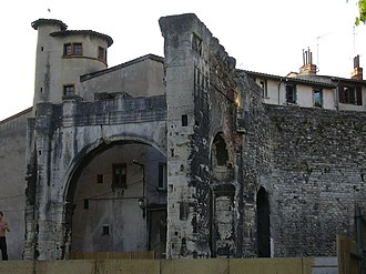 History of French wine - Roman ruins in Vienne. Pliny the Elder noted that the Allobroges in Vienne produced a resinated wine that was highly regarded by both the Romans and the locals.