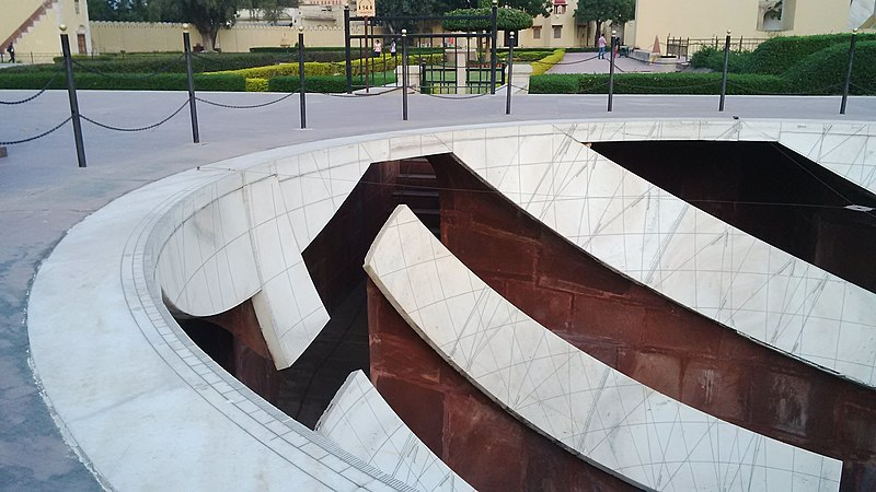 File:View of one of the structures at Jantar Mantar, used to mark the positions of heavenly bodies.jpg
