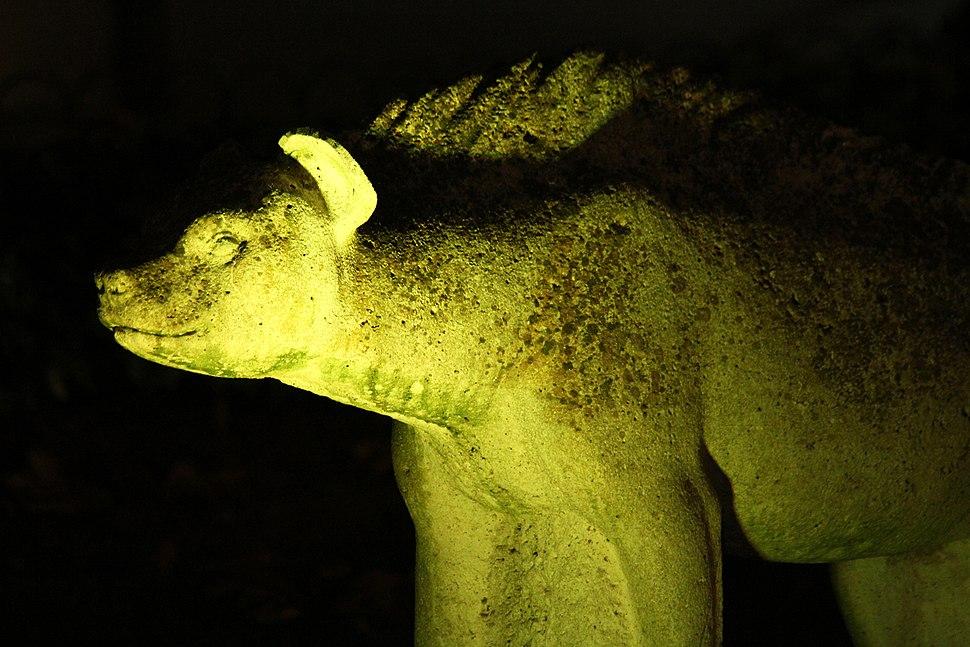 Nocturna dunha escultura de José Luis Medina.