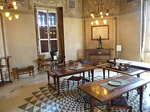 Villa Kerylos - Image: Villa kerylos triklinos