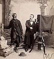 Vincenzo Pastore fotografa homem negro, em estúdio - Vincenzo Pastore.jpg