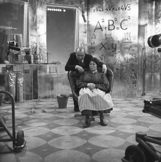 Matthieu van Eysden - Matthieu van Eysden and Riek Schagen in the television series Vrouwtje Bezemsteel (1967)
