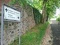 Weg zum Burgeingang - panoramio.jpg