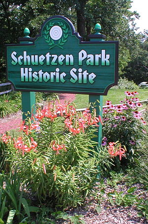Schuetzen Park (Iowa) - Welcome Sign at Schuetzen Park, Davenport, Iowa