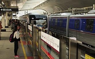 Line 6 (Guangzhou Metro) - Image: XUN FENG GANG 1,2014