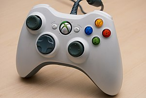 English: XBox 360 wired controller. Français :...