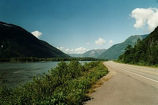 Yellowhead Highway im Tal des Skeena River