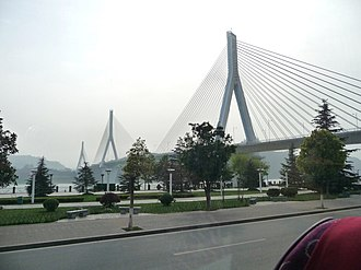Yiling Yangtze River Bridge - Image: Yiling Yangtze River Bridge 1050225