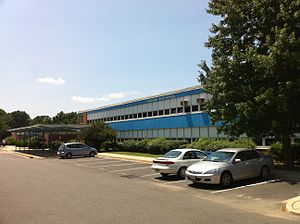 Yorktown High School (Virginia) - Original front entrance of Yorktown High School, prior to 2010 re-build