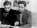 В.М. Кмецинський з другом. 50-і роки XX ст. Чернівці..jpg