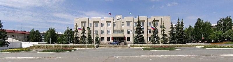 File:Здание администрации города Учалы.jpg