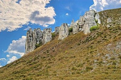 Крейдяні скелі біля с. Білокузьминівка.jpg