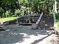 Маріїнський парк - пристінний фонтан.JPG