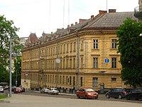 Тюрма на Лонцького з площі Шашкевича.jpg