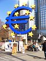 000097 Euro-Skulptur (Eurotower Frankfurt) 2012.JPG