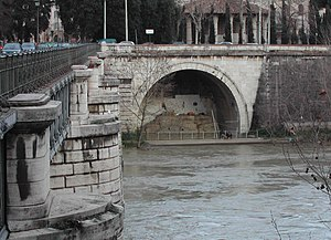 Cloaca Maxima - Outfall of Cloaca Maxima as it appears in 2005